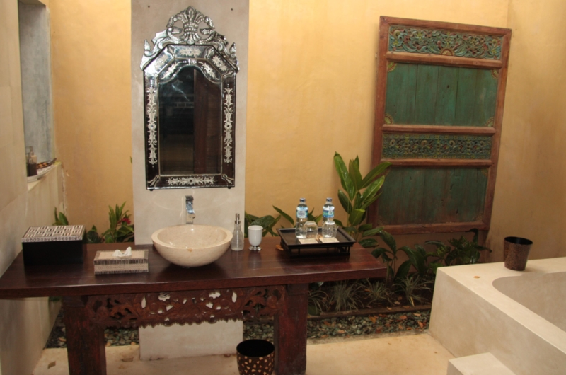 Bathroom with Mirror - Villa Bodhi - Ubud, Bali