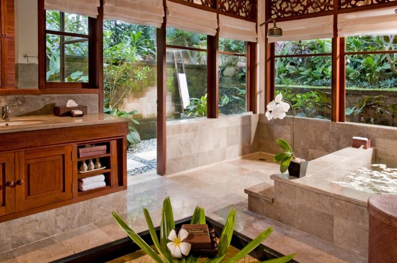 Bathroom with Bathtub - Villa Bukit Naga - Ubud, Bali