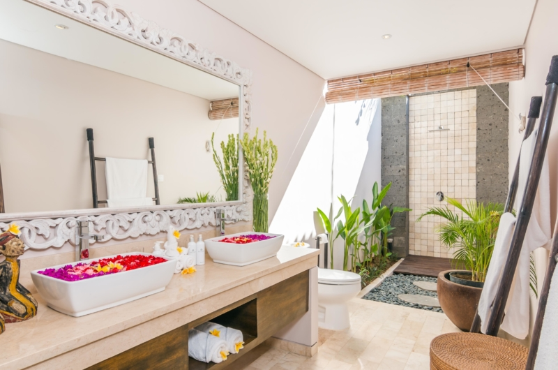 Romantic Bathroom Set Up - Villa Can Barca - Seminyak, Bali