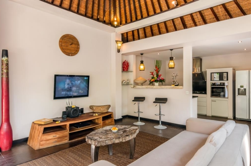 Lounge Area with TV - Villa Can Barca - Seminyak, Bali