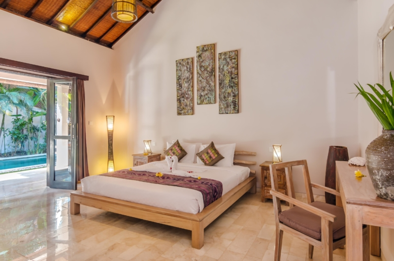 Bedroom with Study Table - Villa Can Barca - Seminyak, Bali
