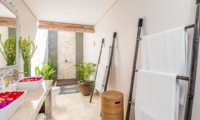 Semi Open Bathroom with Shower - Villa Can Barca - Seminyak, Bali
