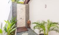 Open Plan Shower - Villa Can Barca - Seminyak, Bali