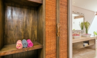 Bathroom with Walk-In Wardrobe - Villa Can Barca - Seminyak, Bali