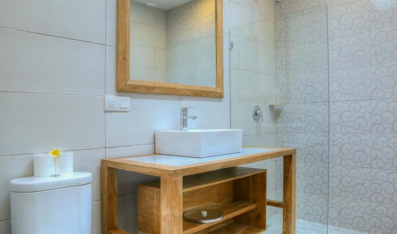 Bathroom with Shower - Villa Canish - Seminyak, Bali
