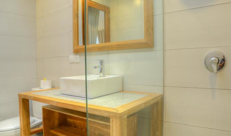 Bathroom with Mirror - Villa Canish - Seminyak, Bali