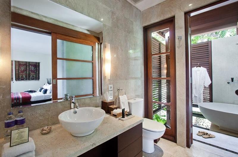 Bedroom and Bathroom - Villa Cantik Ungasan - Uluwatu, Bali