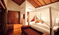 Bedroom with Wooden Floor - Villa Casis - Sanur, Bali