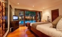 Twin Bedroom with TV and Pool View - Villa Casis - Sanur, Bali