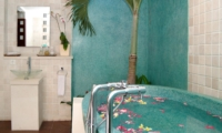 Bathtub with Petals - Villa Casis - Sanur, Bali