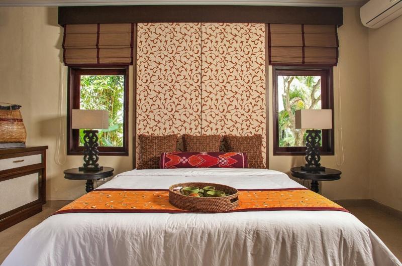 Bedroom with Table Lamps - Villa Cemadik - Ubud, Bali