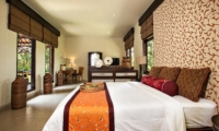 Bedroom with Study Table - Villa Cemadik - Ubud, Bali