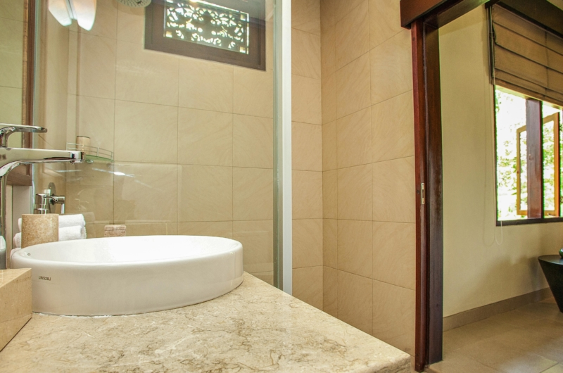 Bathroom with Mirror - Villa Cemadik - Ubud, Bali
