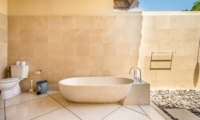 Bathroom with Bathtub - Villa Cemara - Seminyak, Bali