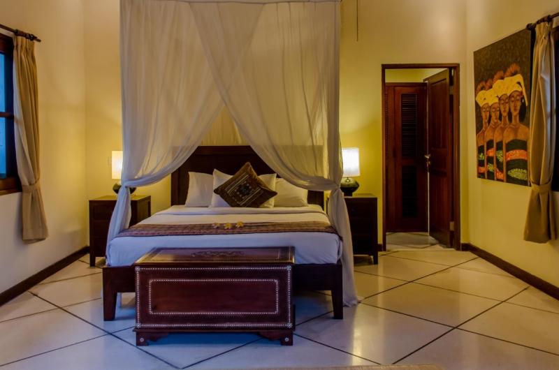 Bedroom with Mosquito Net - Villa Cemara - Seminyak, Bali