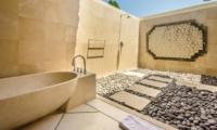 Open Plan Bathtub - Villa Cemara - Seminyak, Bali