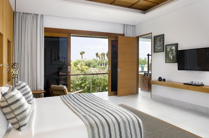 Bedroom with TV - Villa Cendrawasih - Seminyak, Bali