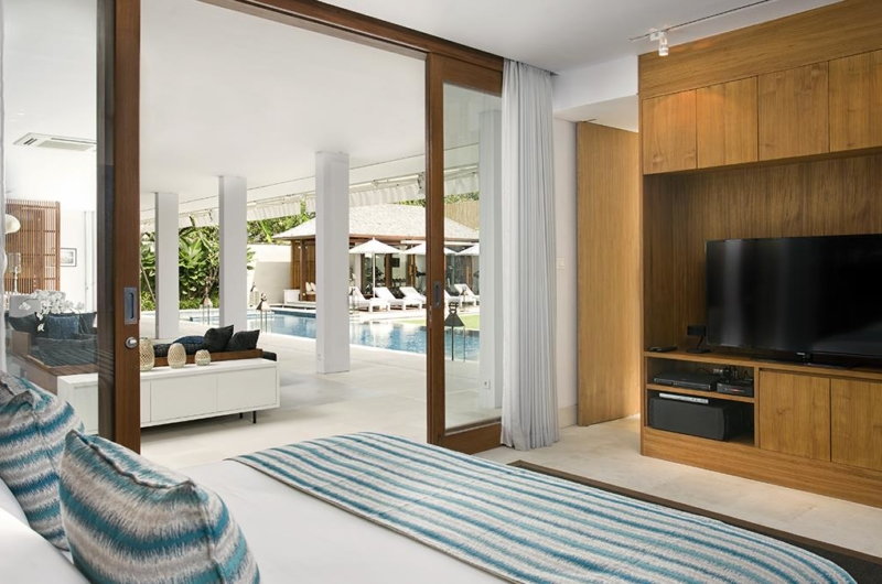 Bedroom with TV and Pool View - Villa Cendrawasih - Seminyak, Bali