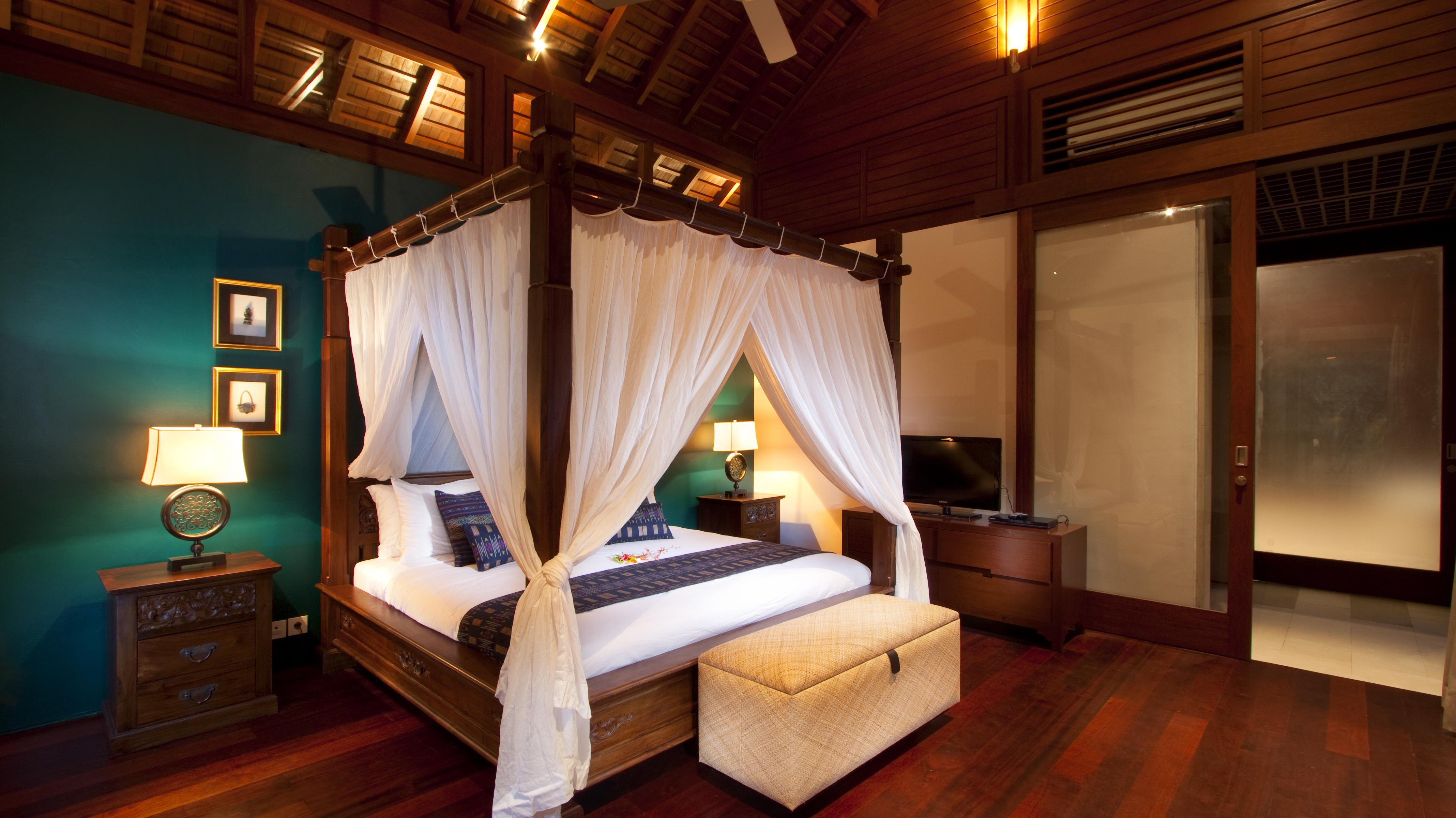Bedroom with Wooden Floor - Villa Champuhan - Seseh, Bali