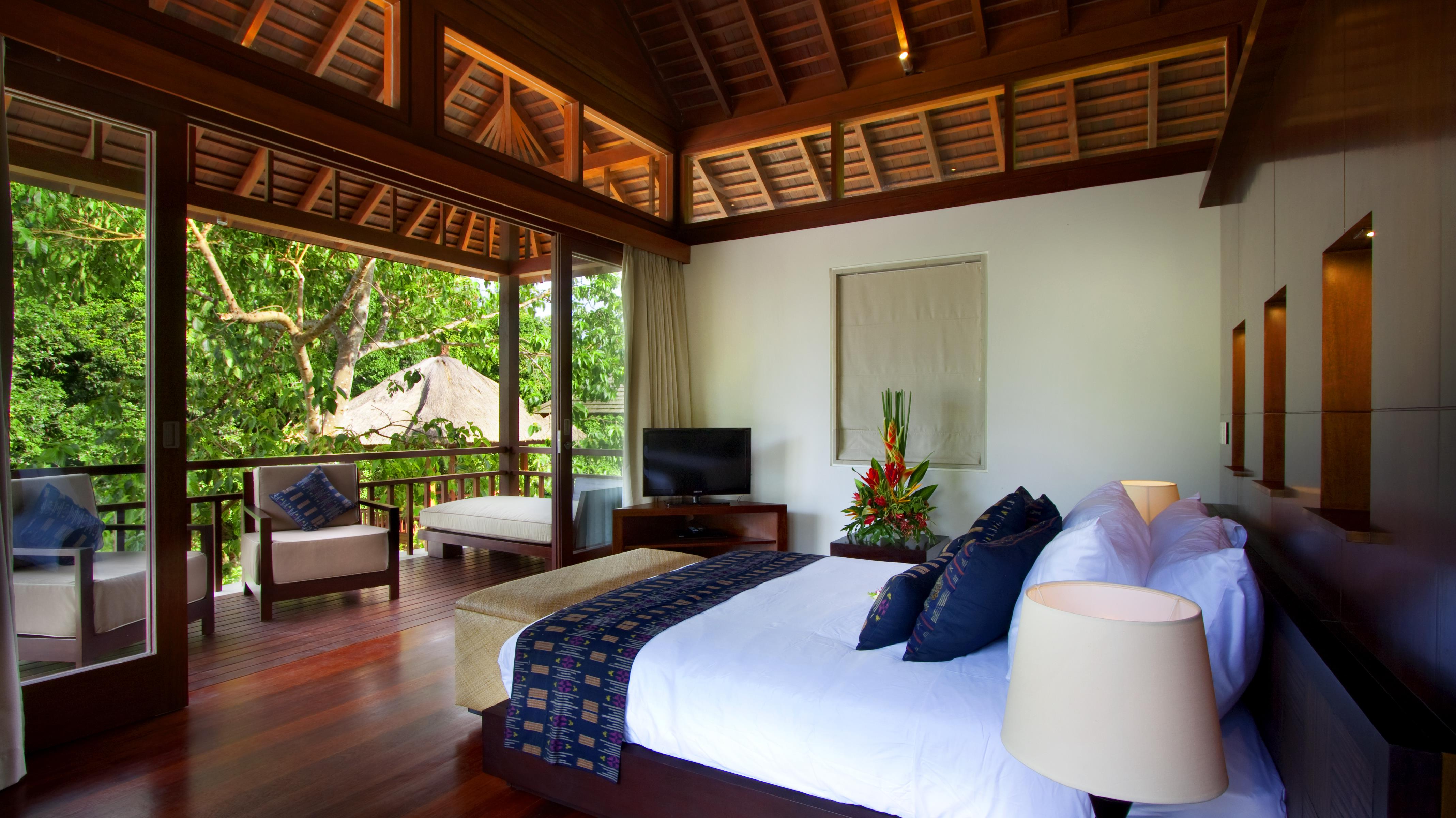 Bedroom and Balcony with View - Villa Champuhan - Seseh, Bali