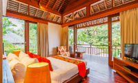 Bedroom and Balcony with Wooden Floor - Villa Champuhan - Seseh, Bali
