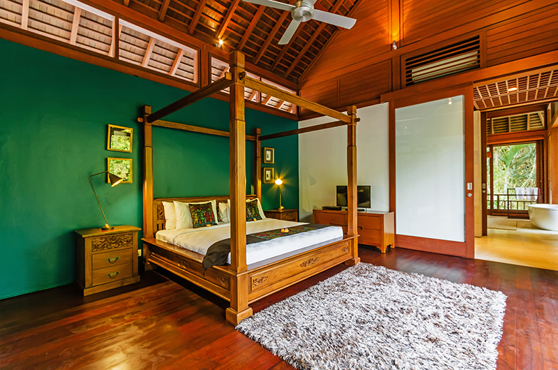 Bedroom with Four Poster Bed - Villa Champuhan - Seseh, Bali