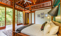 Bedroom with Four Poster Bed and Balcony - Villa Champuhan - Seseh, Bali