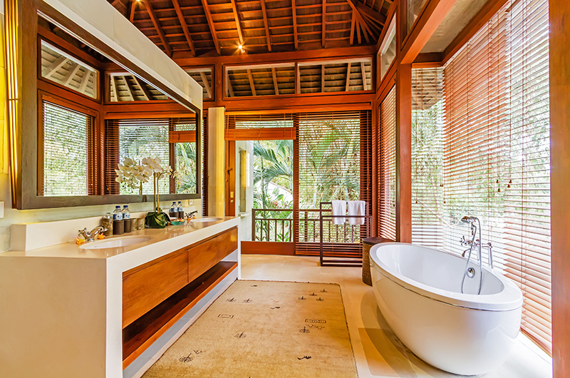 Bathroom with Bathtub - Villa Champuhan - Seseh, Bali