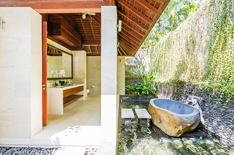 Semi Open Bathroom with Bathtub and Mirror - Villa Champuhan - Seseh, Bali
