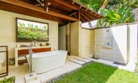 Semi Open Bathtub - Villa Champuhan - Seseh, Bali