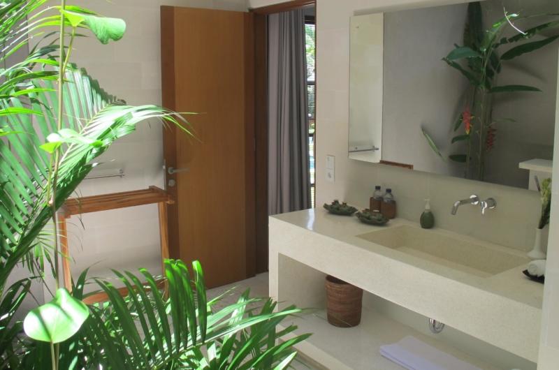 Bathroom with Mirror - Villa Chocolat - Seminyak, Bali
