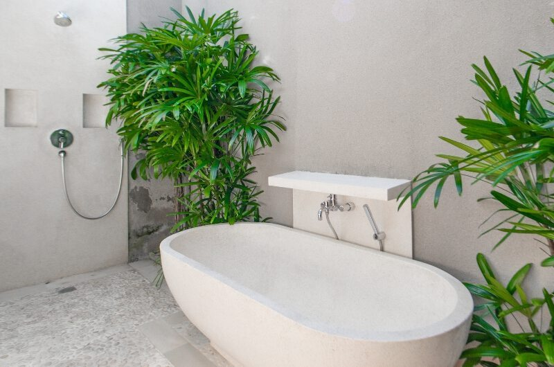 Bathtub with Plants - Villa Chocolat - Seminyak, Bali
