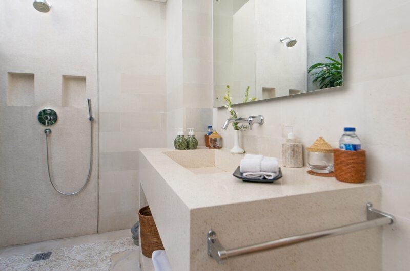 Bathroom with Mirror and Shower - Villa Chocolat - Seminyak, Bali