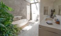 En-Suite Bathroom with Bathtub - Villa Chocolat - Seminyak, Bali