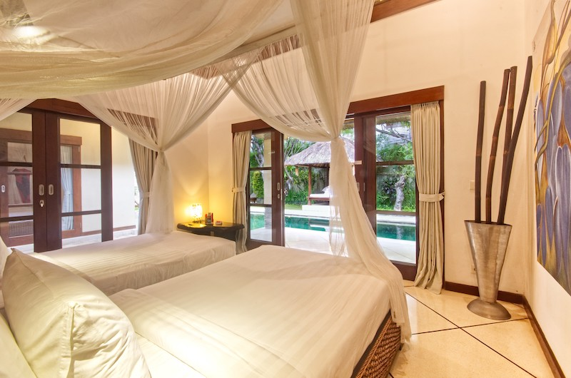 Twin Bedroom with Garden and Pool View - Villa Cinta - Seminyak, Bali