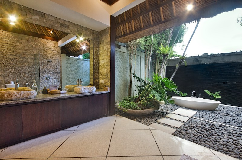 En-Suite His and Hers Bathroom with Bathtub - Villa Cinta - Seminyak, Bali