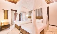 Spacious Twin Bedroom - Villa Cinta - Seminyak, Bali