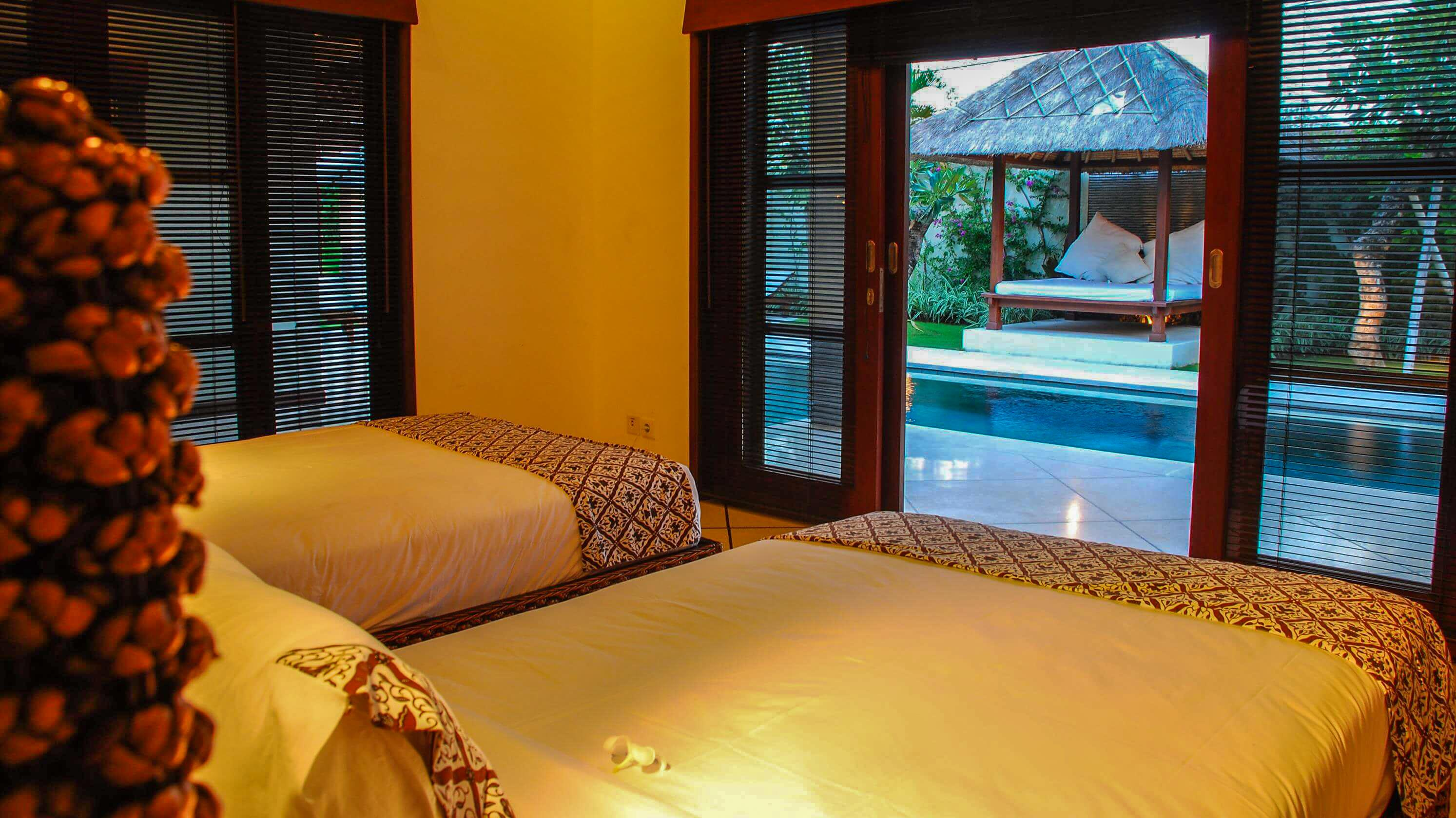 Twin Bedroom with Pool View - Villa Cinta - Seminyak, Bali