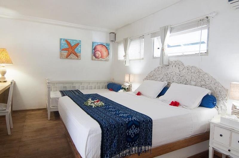 Bedroom with Study Table - Villa Coral Flora - Gili Trawangan, Lombok