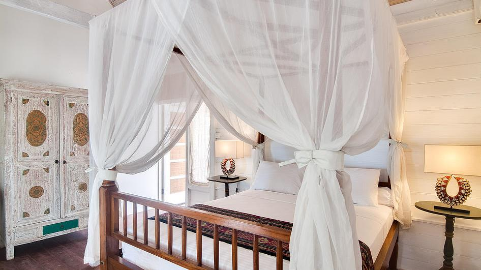 Bedroom with Four Poster Bed - Villa Coral Flora - Gili Trawangan, Lombok