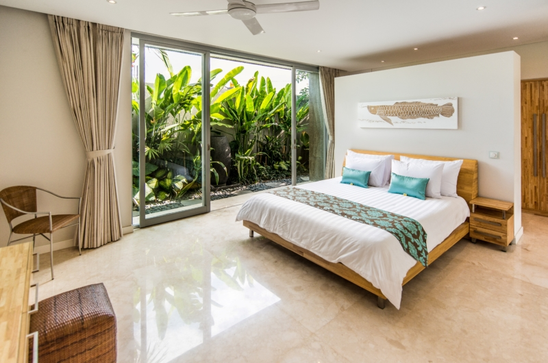 Bedroom with TV - Villa Damai Aramanis - Seminyak, Bali