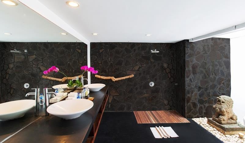 His and Hers Bathroom - Villa Damai Lestari - Seminyak, Bali