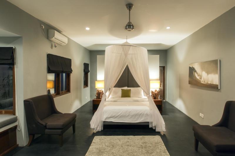 Spacious Bedroom with Seating Area - Villa Damai Lestari - Seminyak, Bali