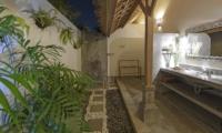 Semi Open Bathroom - Villa Damai Manis - Seminyak, Bali