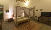 Bedroom with TV - Villa Damai Manis - Seminyak, Bali