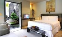 Bedroom with TV - Villa De Suma - Seminyak, Bali