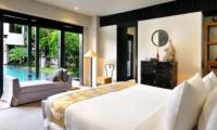 Bedroom with Sofa - Villa De Suma - Seminyak, Bali