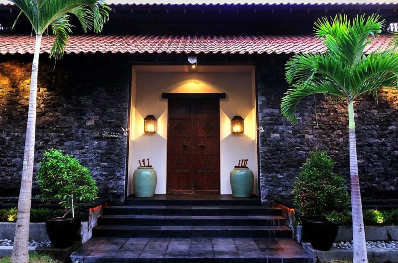 Entrance View - Villa De Suma - Seminyak, Bali