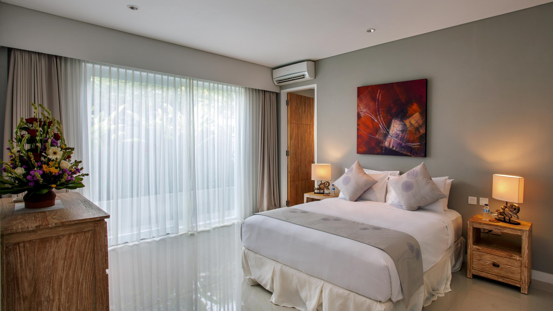 Bedroom with Table Lamps - Villa Delmar - Canggu, Bali