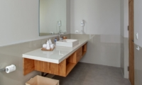 Bathroom with Mirror - Villa Delmar - Canggu, Bali